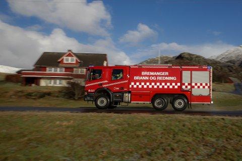 Bremanger brann og redning i utrykking.