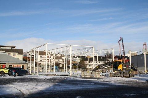 Det nye Coop-bygget på Evja har begynt å reise seg.