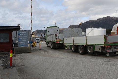 FJORD BASE: Det er framleis godt med aktivitet på Fjord Base, trass korona-situasjonen. Men analyseselskap trur næringa generelt vil slite ei stund framover.