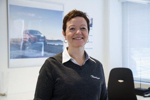 KLARAR SEG: Auto 8-8 Forum AS klarar seg førebels utan permitteringar, men Anne Råheim Tveit ser at bilsalet har stoppa opp.