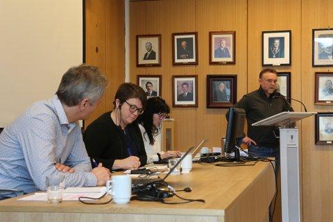 Ordførar Anne Kristin Førde (Ap) fekk som forgjengaren Audun Åge Røys (H), merke at ein må halde tunga beint i munnen dersom ein skal til Oslo for å påvirke sentrale styresmakter i kontroversielle saker.