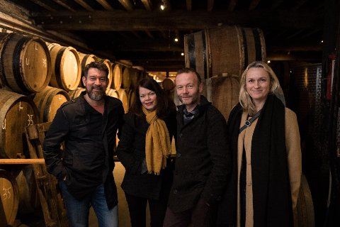FIRE SMÅ KINNESARAR: Eirik Villand, Ann-Magritt Banne, Espen Lothe og Gitte Kroppan Villand eig Vesle Kinn saman. Her er dei på inspirasjonstur til Cantillon i Belgia.