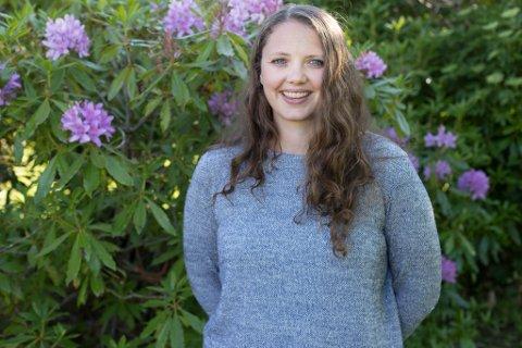 GLER SEG: Ungdomsarbeidar Carina Hillersøy (38) gler seg til at ungdommane igjen kan innta Haffen. Enn så lenge håpar ho dei vil bruke dei digitale møteplassane dei har laga for brukarane.