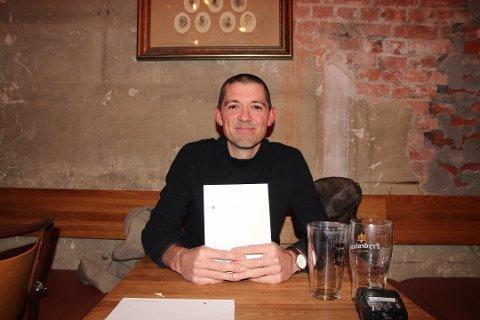 KULTURREDAKTØR: Arne Borge med diktsamling i 2017. No har han laga  liste over dei beste høyrespela NRK har laga. Her er det myjhe god påskekrim.