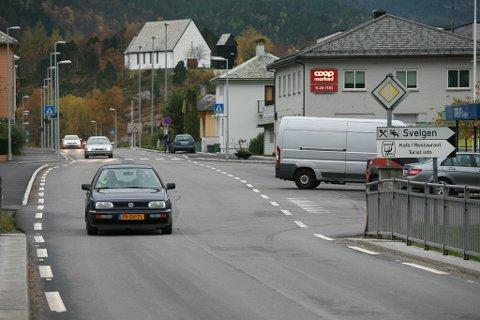 GJENNOMGANGSTRAFIKK: Gjennomgangstrafikken vil auke i Svelgen når sambandet Svelgen-Indrehus blir realisert utan vegsamband utanom sentrum.