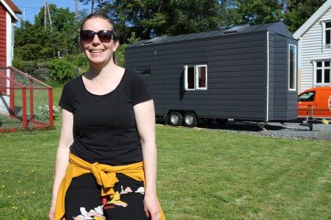 SPENT: No står minihuset til Kaja Moen i hagen hos venner i Florø, men i neste månad kjem det forhåpentleg på plass i Veiesundet der ho ser føre seg å tilbringe sommarmånadane.