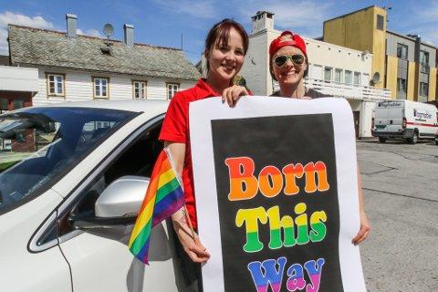 PRIDE: Irene Løkkebø Halsnes (29), Victoria Halvorsen Midtbø (32) og dei homofile i Florø inviterer larudag til Pride-parade i Florøs gater. Men på grunn av korona, blir det ein Pride-bilkortesje i staden.