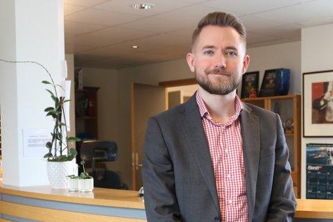 KOM HEIM: Håvard Ryland Grotle har jobba som rekneskapsleiar på Fjord1 i eitt år. Han trivst godt i jobben, som han beskriv som variert og spennande.