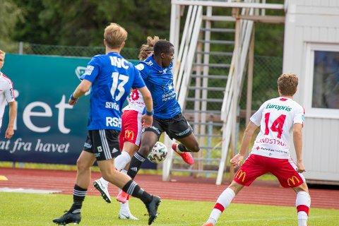 STERK: Ola Tanimowo var god mot Fredrikstad, og teikna seg på scoringslista. Vi meiner han var Florø sin beste, men du kan gje dine eigne poeng i spelarbørsen under her.