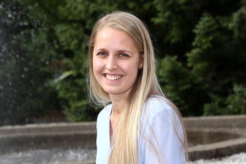 GLAD: – Eg ser fram til å starte i ny jobb. Etter å ha vore der i to somrar allereie veit eg at det er eit bra arbeidsmiljø, der terskelen for å spørje om hjelp er løg, seier Aina Rindheim (24).