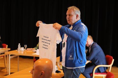 SKAL, SKAL IKKJE? Det er eit strategisk viktig val som Morten Mortensen og Florø SK Handball på ta i nær framtid. Å ta over vakt og vertskapsansvar for Florø idrettsenter er ei stor oppgåve.