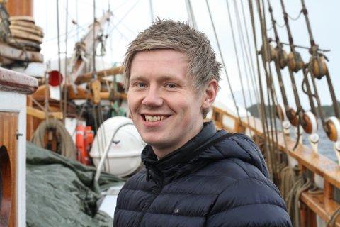 SJØMANN: Simen Seljeseth (27) er tilsett i Redningsselskapet og er ein av dei som har lyst å bli ringevikar hos Florø Hamn.