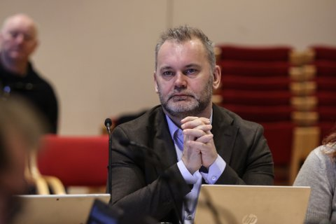 FRUSTRERT: – Det overraskar meg faktisk at samferdsledepartementet ikkje forstår utfordringane våre, seier Kinn-ordførar Ola Teigen.