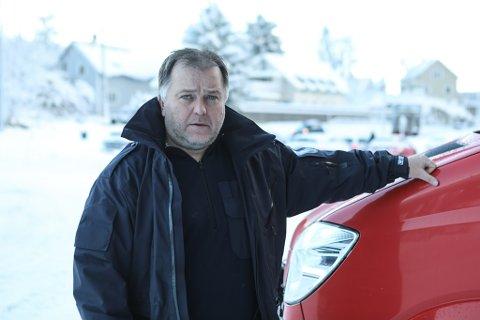 UTFORDRING: Beredskapssjef i Kinn kommune, Robert Endestad vedgår snøfallet skaper utfordringar for Brannvesenet.
