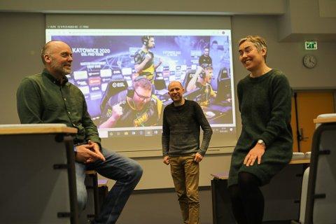 NYTT TILBOD: E-sport blir eit nytt tilbod på idrettslinja i Florø frå hausten av. Frå venstre: Idrettslærar Knut Anders Langlo, leiar i Florø E-sport Frank Willy Djuvik og idrettslærar Ingunn Selaas.
