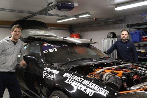 SG DRIFT TEAM: Ørjan Grøneng og Stian Strømsøy er klare for å satse på drifting. Her står dei med Ørjans Toyota Supra.