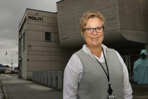 LOKAL SJEF: Møyfrid Ellingsund fekk stillinga som ny seksjonssjef for dokumentforvaltning og arkiv i Vest politidistrikt. Den førre leiaren hadde arbeidsstad Bergen. No sit sjefen i Florø.