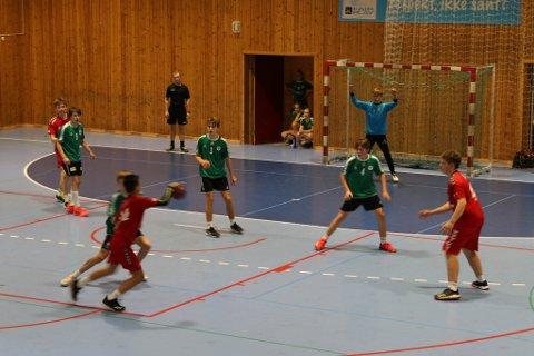 Her er Mathopen (grønt) i aksjon mot Kjøkkelvik IL.