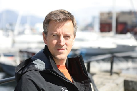 VENT: Påtroppande stortingsrepresentant Erling Sande (Sp) ber Helse Førde ta høgde for eventuelle nye politiske føringar før dei vedtek ny ambulanseteneste i Ytre Bremanger.