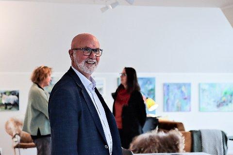 UTSTILLING: Frank Rune Dale fekk idèen om å kombinere visning og kunstutstilling.