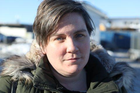 FORTVILA: Aud Norunn Vig bur på Færøy og har tre ungar i florøskulen. No er ho lei av at kommunen trenerer saka for å sikre borna hennar ein trygg nok skuleveg.