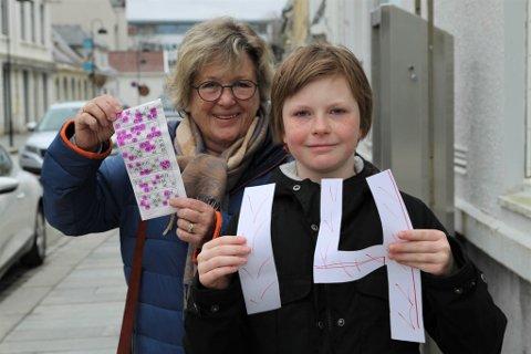 LYKKETAL: Bestemor Liv Marit og Pernille viser stolt fram bingokupongen og lykketalet som resulterte i 106.000 kroner.