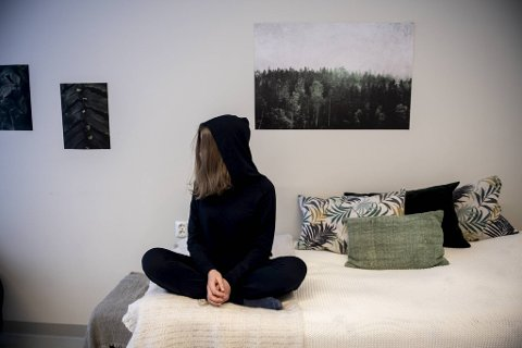Siden i fjor høst har 17-åringen vært innlagt på Psykisk helsevern for barn og unge på Haukeland. Tenåringen forteller om depresjonen som førte til store spiseforstyrrelser.