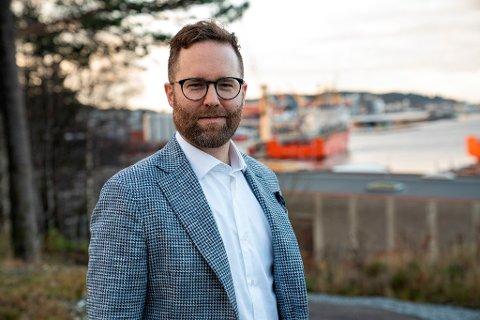 ROSAR FAGSKULEN: Adm. dir Erlend Toftesund gir skryt til Fagskulen i Sogn og Fjordane for måten dei hjelper industrielle miljø med å vidareutdanne dei tilsette.