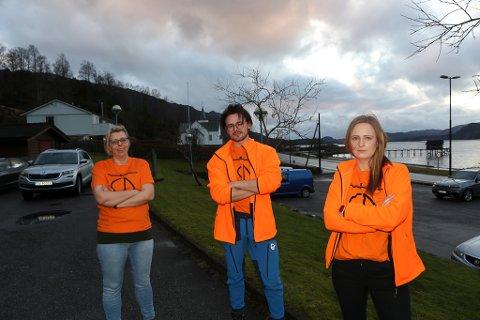 STYREMEDLEMMER: Anne Berit Kvalvik, Bendik Liseth og Linn Therese L. Sæterlid i styret i Eikefjord Grendalag aksjonerer mot eigedomsskattberekninga i bygda.