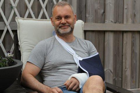 STYR: - Kvardagen blir litt meir styrete om du bryt armen, seier ordførar Ola Teigen. I dag skal armen opererast på Sentralsjukehuset i Førde.