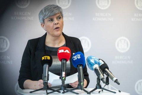 RASLAR MED TILTAKS-SABELEN: Helsebyråd Beate Husa (KrF) utelukker ikke bredere smittetiltak i Bergen om en ikke får ned smittetrykket i byen vår.