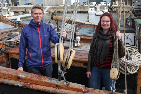 GALEAS: Jo Dale Pedersen og Jorunn Haaland Reisæter om bord på «Svanhild»