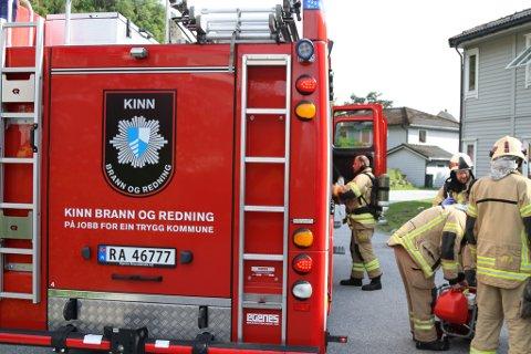 MÅTTE I AKSJON: Brannvesenet måtte rykke ut, men dei trengde ikkje mange minuttane på å sikre at alt var i orden.