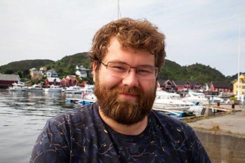TURISTVERT: Leon Nesje jobbar på turistinformasjonen i Bremanger- i Kalvåg.
