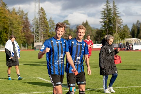 TILBAKE: Christer Husa og Joni Makala jublar etter å ha redda eitt poeng mot Bærum. Endeleg var Mr. Florø tilbake på bana!