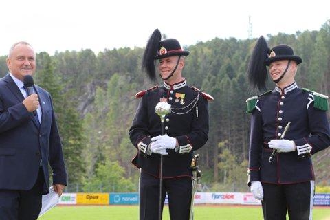 Kommunedirektør Terje Heggheim, Sersjant Bård Melvær og musikkgardist Nils Jakob Bakke Nydal.
