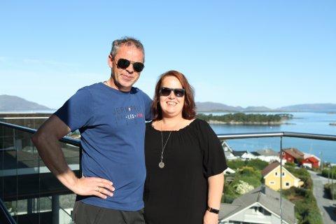 SUPERHAPPY: Reidun Hatlenes Toft og Nils Ole Toft er særs nøgde med sin nye heim i ei av dei to toppleilegheitene i Notøbakken.