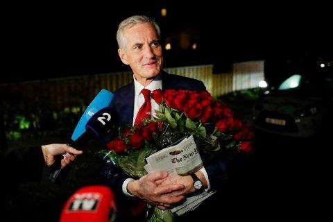 Ap-leiar Jonas Gahr Støre på veg heim etter ein lang valgkamp. Foto: Javad Parsa / NTB