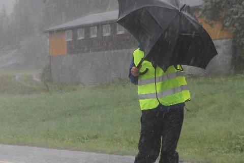 VIND OG REGN: På torsdag melder meteorologen mykje regn og sterk vind.