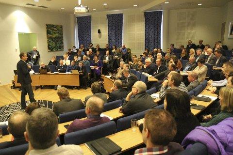 6. november blir det kalla inn til nytt felles formannskapsmøte der resultatet av innbyggarundersøkinga skal diskuterast. Her frå eit tidlegare møte.