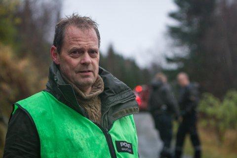 Innsatsleiar på staden, Gunnar Englund, frå Førde og Naustdal lensmannskontor.