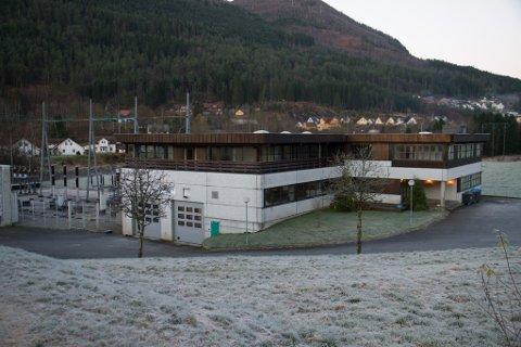 Sunnfjord Energi-bygget, som tidlegare var brukt som ambulansesentral.