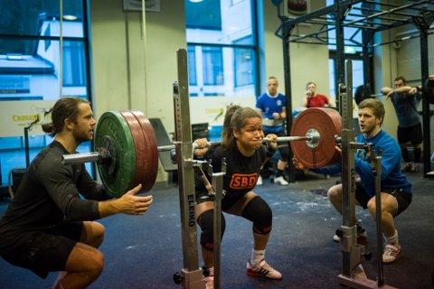 Silvia Kapstad tok vart onsdag europameister i styrkeløft for andre gong. Ho tok også to europarekordar for juniorar.