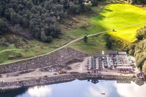 Byggjer ut: Osland Havbruk skal utvide anlegget for produksjon av setjefisk på Sørebø. Foto: OSLAND HAVBRUK