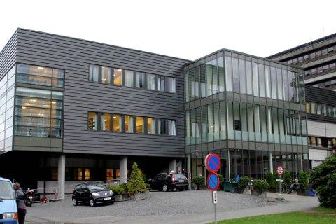BEKREFTAR: Helse Førde melder laurdag kveld at ein pasient er smitta med rabies.