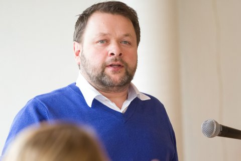 RUSTA: Varaordførar Geir Helge Østerbø seier at Høyanger kommune er rusta for smittesituasjonen, men likevel er han uroa over at smittekjelda framleis er ukjent.