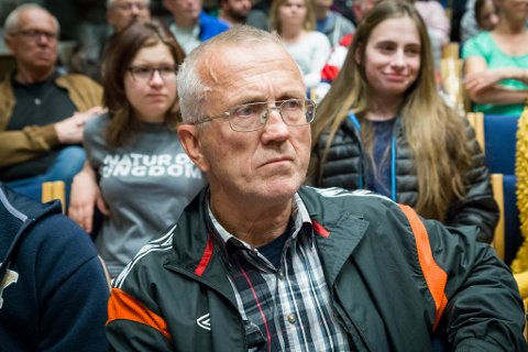 Oddleif Hjellum meiner at det einaste som kan stanse fjorddeponiet er at Venstre trugar med å stanse samarbeidet med regjeringa. Det synet deler ikkje Venstre-leiar Trine Skei Grande.