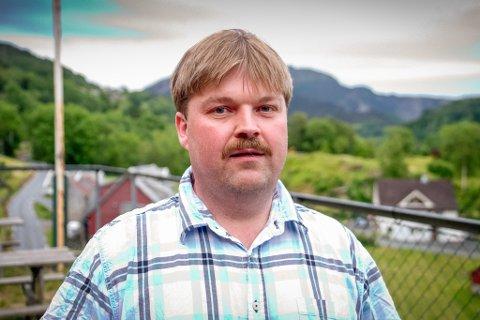 GÅVMILD: Geir Helge Nordstrand i Hyllestad kommunestyre håpar tilskotet skal lokke fleire menneske til kommunen.