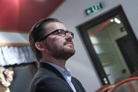 TRUSSEL: Minister Sveinung Rotevatn (V) fekk ei facebookmelding som kan sende avsendaren i fengsel.