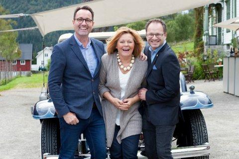Klare: Steinar Sørli (t.v.) og Yngve Brakstad (t.h) saman med operasjef for Bergen Nasjonale Opera, Mary Miller. Onsdag kveld vart programmet for festivalen «Mimi goes glamping» sleppt.